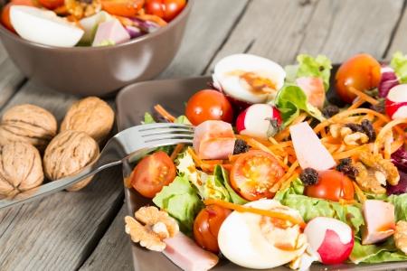 Fresca y saludable ensalada t�pica mediterr�nea