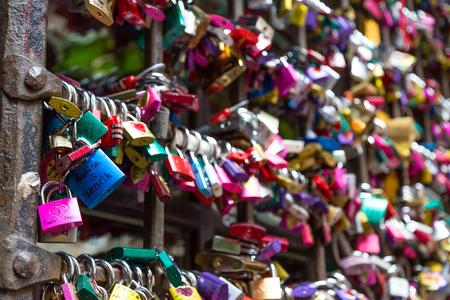 juliet s: Love padlocks in Juliet s house, Florence Italy