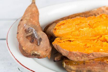 batata: Papas al horno recién hechas jugosas y deliciosas
