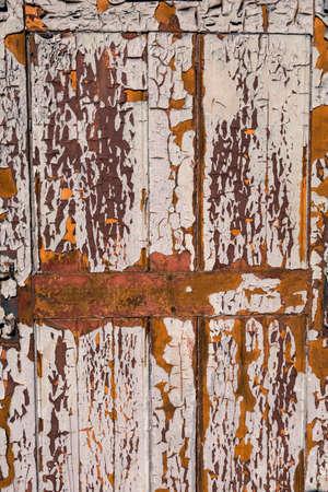 모든 필 링 페인트와 오래 된 나무로되는 문