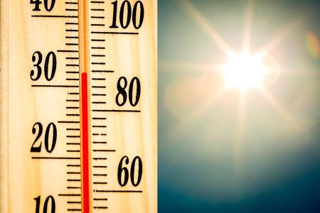 Thermometer setting temperature on a hot summer day Standard-Bild