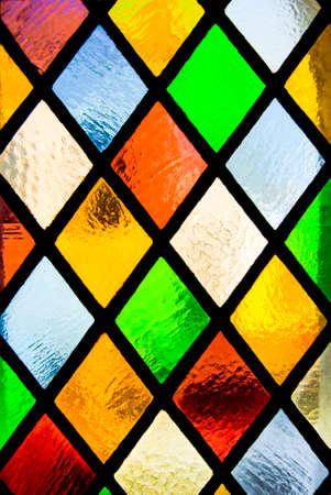 sklo: vitráže oken z barevného skla