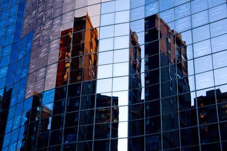 edificio cristal: Reflexiones edificio de cristal en Madrid Foto de archivo
