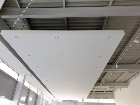 White suspended ceiling with LED spotlights. Showroom Imagens