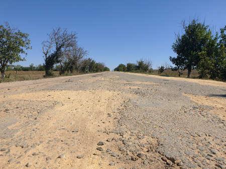 Dangerous road, potholes in the asphalt on the road Banque d'images