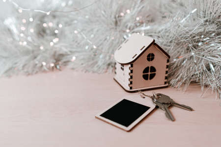 Concept for business, new year, real estate, property, rental, hotel business, building.Wooden house and keys on the table. Copy space Banque d'images