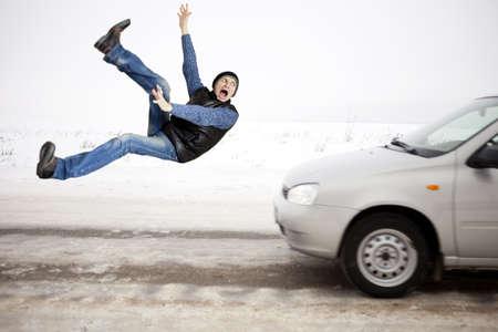 hombre cayendo: Accidente