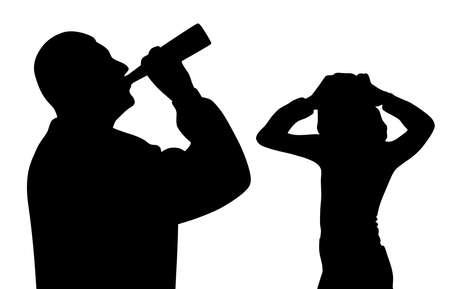 Un père alcoolique boit de l'alcool dans une bouteille et un enfant inquiet effrayé se tient la main sur la tête. Problème d'alcoolisme familial.