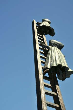 Climb up a ladder to nowhere, brass sculpture, Mexico Zdjęcie Seryjne
