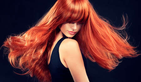 Fashion Girl with beautiful and shiny red hair.Model with long curly red hair Фото со стока - 39337276