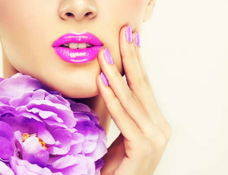 Luxe mode-stijl, manicure, cosmetica en make-up Stockfoto