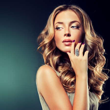 Luxe mode-stijl manicure cosmetica en make-up haar Stockfoto
