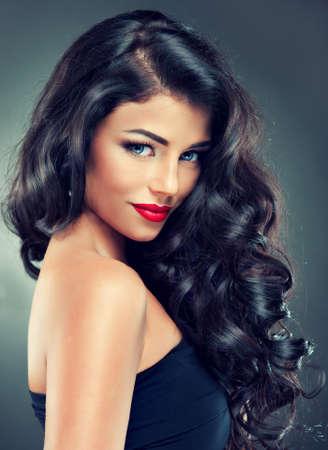 긴 곱슬 머리를 가진 모델 갈색 머리 스톡 콘텐츠 - 41222140