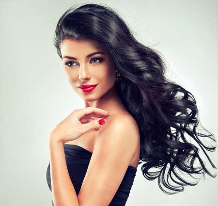 Model brunette met lang krullend haar Stockfoto