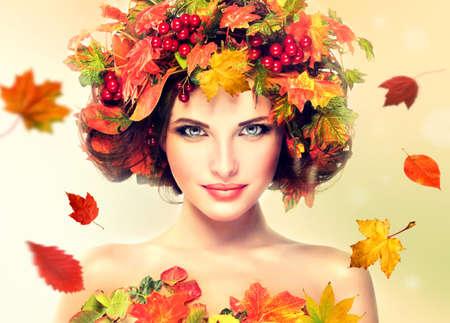 秋美容 - ファッション メイクと赤と黄色の紅葉の女の子の頭の上 写真素材
