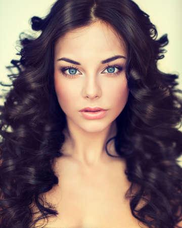 Beautiful girl model with long black curled hair Standard-Bild