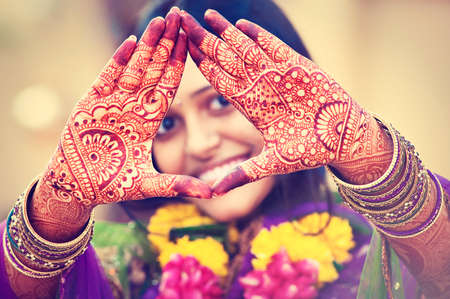 salwar: Indian bride demonstrate mehndi painting on the hands. Indian wedding.