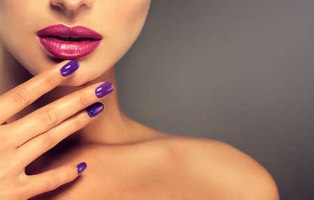 Luxe mode-stijl, nagels manicure, cosmetica, make-up. Stockfoto