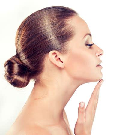 Schöne junge Frau mit saubere frische Haut close up Porträt. . Hautpflege Gesicht. Kosmetologie Standard-Bild - 49581645