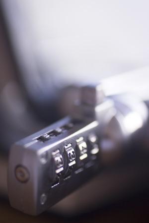 金属製のコンピュータ ラップトップ セキュリティ コード ロック pc に接続されています。 写真素材 - 34277090