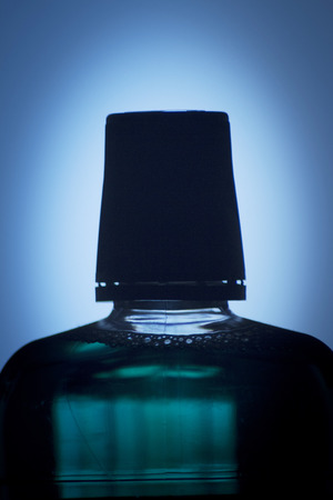 mouthwash: Botella de menta dental enjuague bucal foto.