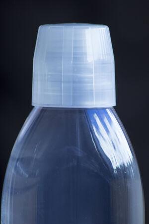 enjuague bucal: Botella de menta dental enjuague bucal foto.