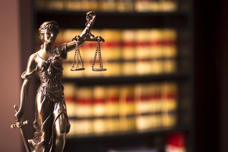 documentos legales: Libros jur�dicos antiguas espa�olas informes de abogados abogados en Espa�a en el estante en bienes biblioteca legal abogados oficina abogados vida.