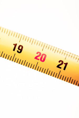 cintas metricas: Cinta de medici�n regla de metal que muestra measuement en cent�metros (cm) los n�meros en el fondo plano