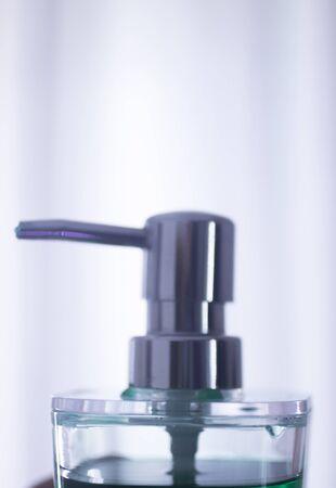 lavandose las manos: dispensador de jab�n de manos higiene l�quido para lavarse las manos. Foto de archivo