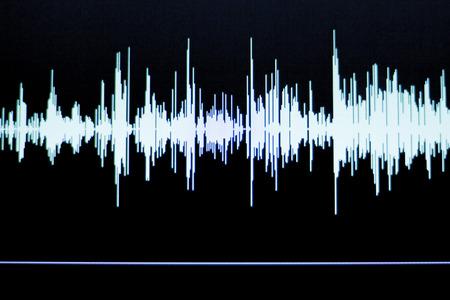 컴퓨터 스튜디오에서 오디오 스튜디오 디지털 음성 녹음 음성 오버 사운드 웨이브.