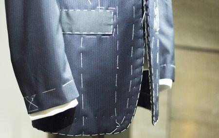 Store clothes dummy in men's suit shop photo Banque d'images