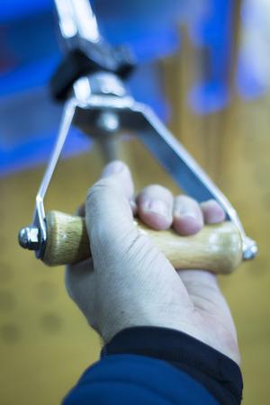 ortopedia: Clínica de fisioterapia y ortopedia paciente en la mano, los dedos y la muñeca de rehabilitación de Traumatología foto.