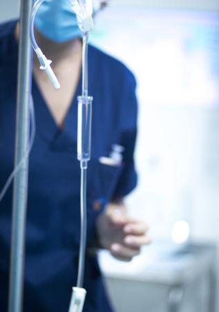Ospedale sala operatoria di chirurgia di emergenza liquido flebo foto.