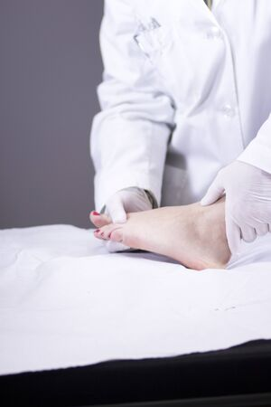 ortopedia: Traumatology and orthopedics surgeon in doctor and patient orthopedic medical examination consultation of foot, ankle and toes in hospital clinic.
