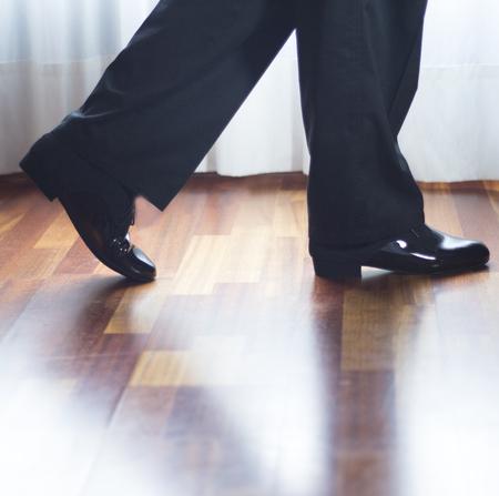 zapatos escolares: Male ballroom, standard, sport dance, latin and salsa dancer feet and shoes in dance academy school rehearsal room dancing salsa.