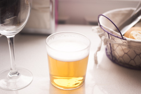 canasta de pan: Lager beer glass and bread basket in restaurant cafe photo.