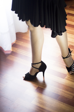 zapatos escolares: Female ballroom, standard, sport dance, latin and salsa dancer feet and shoes in dance academy school rehearsal room dancing salsa.