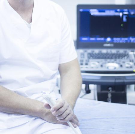 sonograma: EPI percutánea exploración electrólisis Intratisular para ayudar a la punción seca acupuntura fisioterapia tratamiento de terapia física del paciente en la clínica. Foto de archivo