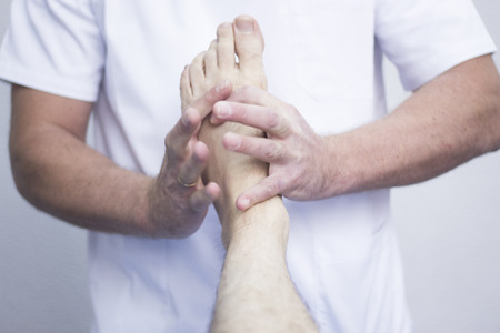 Myofascial osteopathy physiotherapy treatment by physiotherapist and osteopath in physical therapy rehabilitation treatment on patient on leg, ankle and foot. Foto de archivo