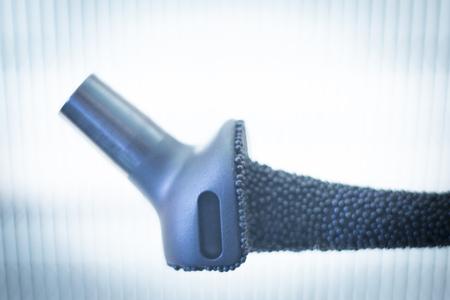 ortopedia: La cirugía de reemplazo de cadera Ortopedia y Traumatología implante metálico de titanio quirúrgico cerca de aislados.