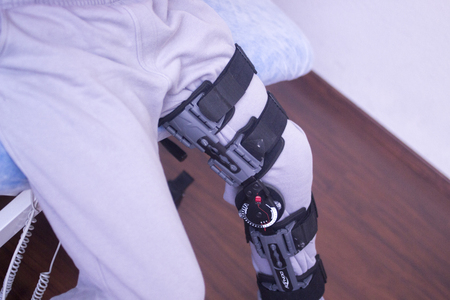 Physical therapy mecical clinic physiotherapy orthopedic adjustable leg brace for knee injury and rehabilitation.