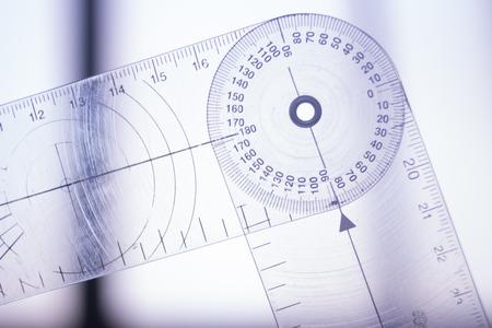 理学療法医療クリニック理学療法ゴニオメータ リハビリテーションにおける患者の動きの範囲を測定します。 写真素材