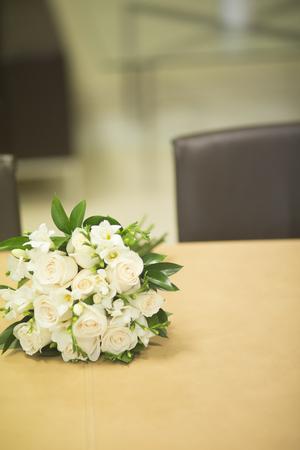 registro: Civil non religious wedding ceremony registry office bridal bouquet of roses flowers of the bride.