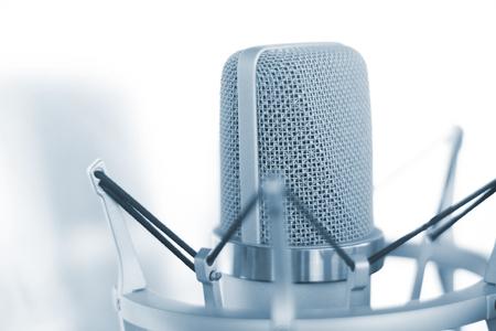Grote diafragma condensator studio opname voice microfoon om professionele voiceovers op te nemen, te zingen en te kopiëren