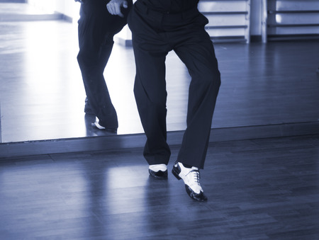 Male ballroom dance salsa dancer instructors man dancing in shcool rehearsal room Foto de archivo