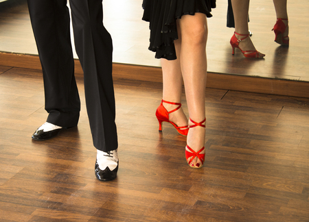 Ballroom dance salsa dancer instructors man and woman couple dancing in shcool rehearsal room Banque d'images