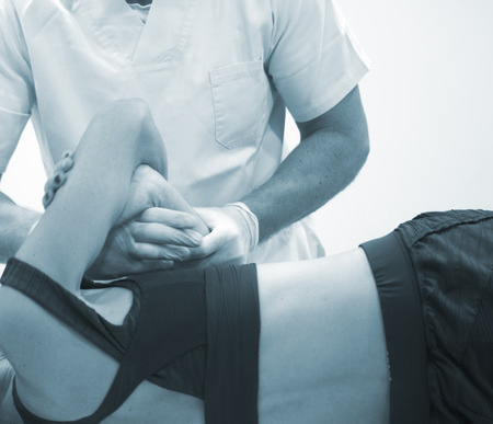 Physiotherapy clinic osteopathy physiotherapist treatment of patient injury chiropractic rehabilitation therapy. Standard-Bild