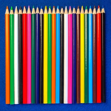 teaching crayons: Colori pastelli di matita - Design for Art, Arti e Mestieri, o scuole, Insegnamento e Formazione. Spazio per il testo o la copia. Archivio Fotografico