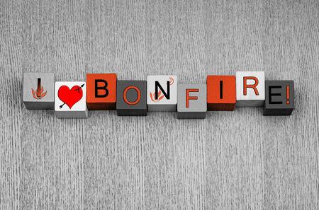 guy fawkes night: Amo Bonfire, segno per Bonfire o Guy Fawkes Night, con le icone di fuoco. In arancione falò.