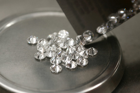Weighing diamonds. Tools for determining the weight of diamonds